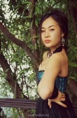 Девушка азиатской внешности с большим опытом работы, модель. - QOTsSzsKp3s.jpg